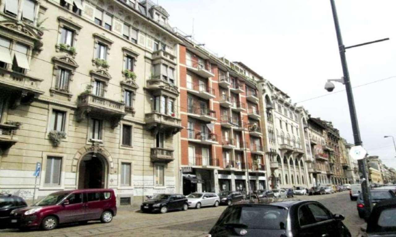 Bilocale Milano Via Luigi Settembrini 1