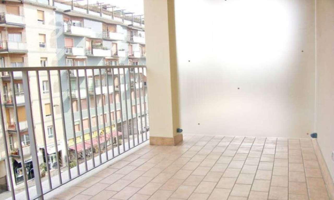 Bilocale Milano Via Capecelatro 6