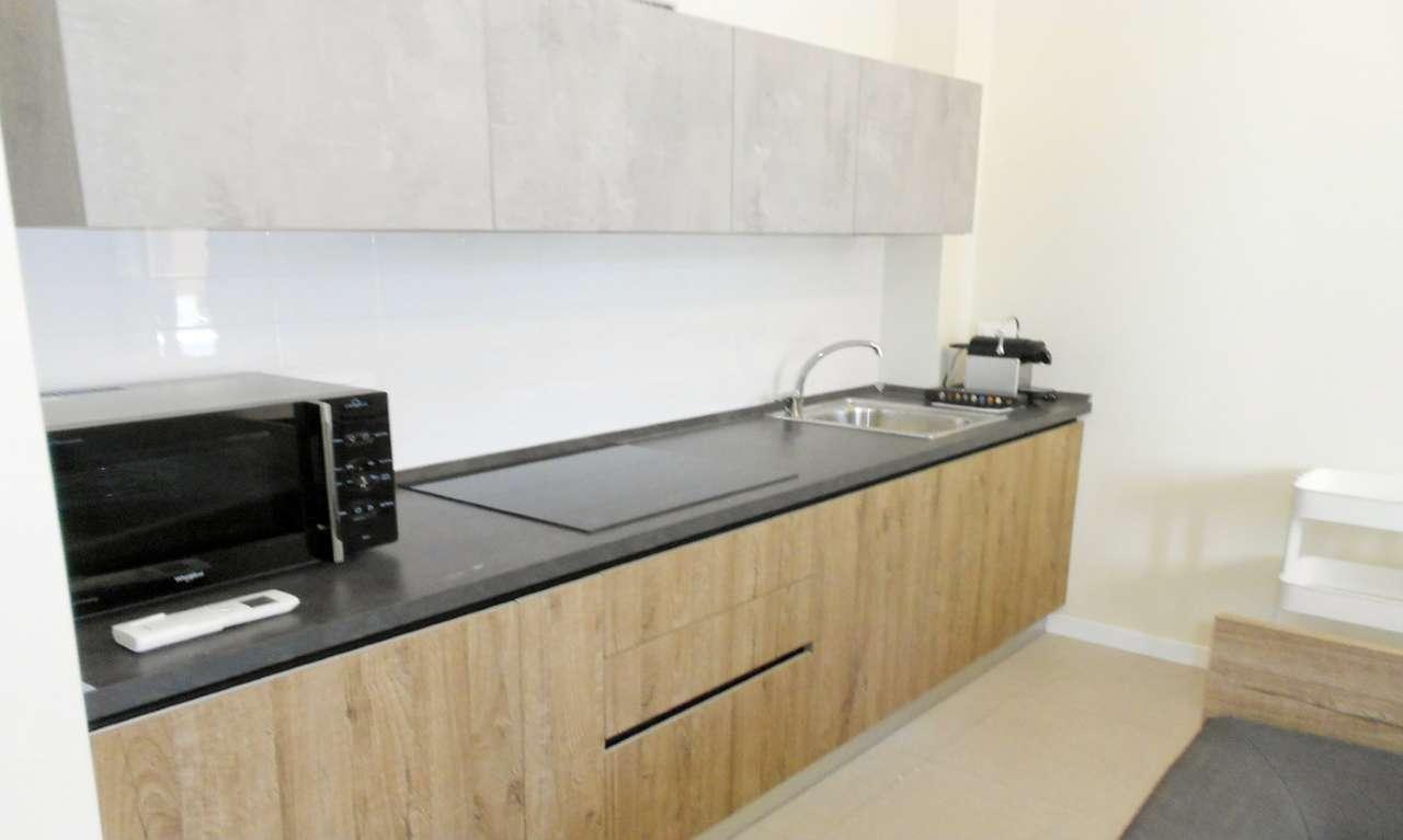 Appartamento in affitto a milano via parenzo trovocasa for Appartamento design affitto milano