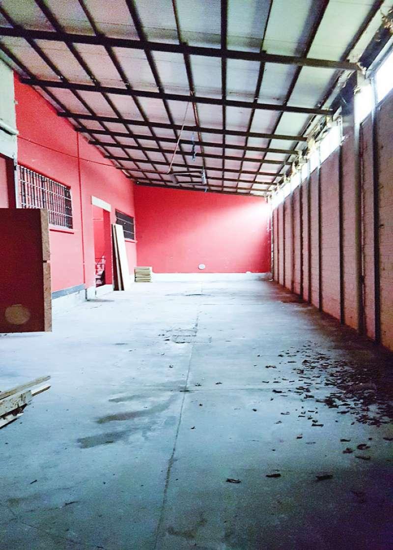 Capannone in Affitto a Corsico: 650 mq