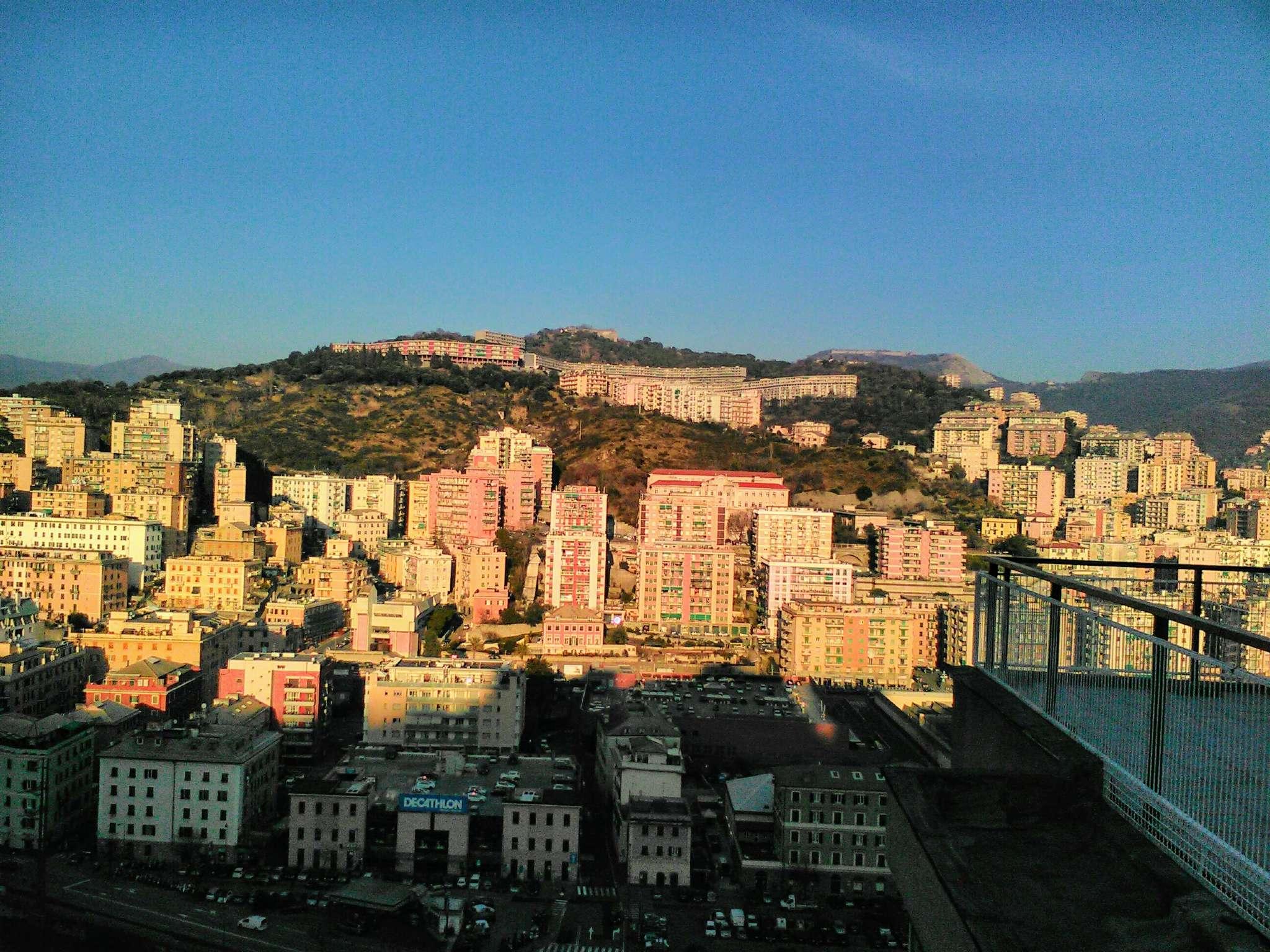 Foto 1 di Appartamento Genova (zona Circonvalmonte)