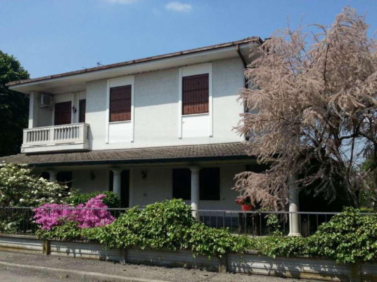 Villa in vendita a Bascapè, 4 locali, prezzo € 460.000 | Cambio Casa.it