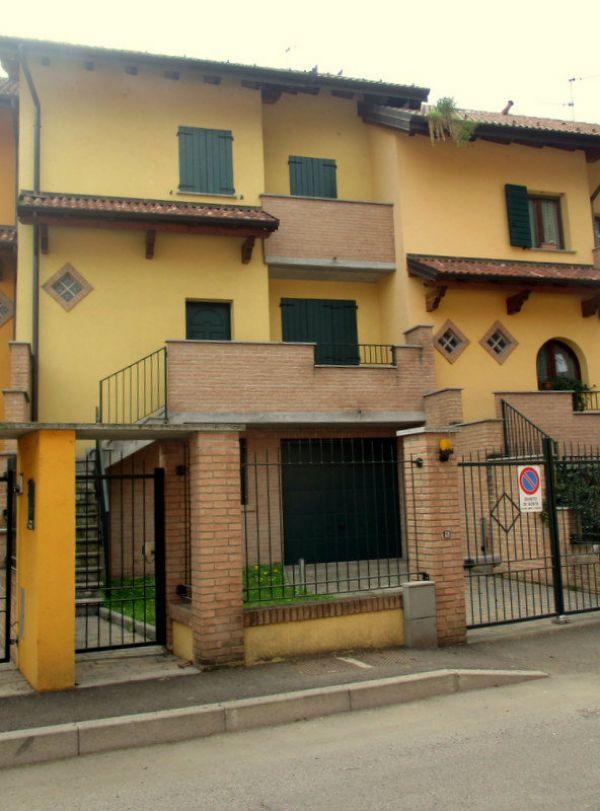 Villa a Schiera in vendita a Vidigulfo, 4 locali, prezzo € 180.000 | Cambio Casa.it