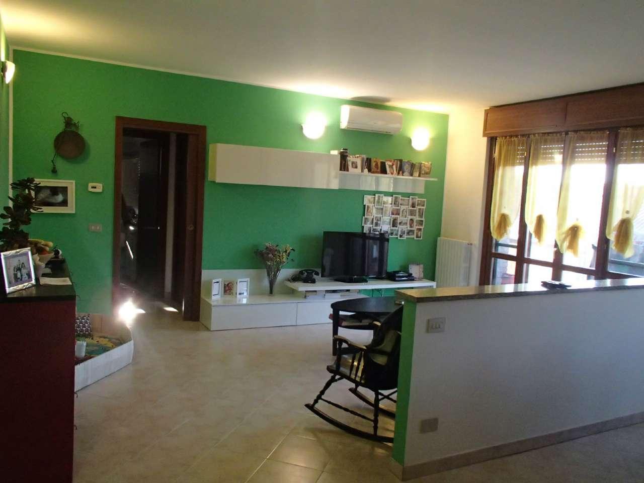 Appartamento in vendita a Landriano, 2 locali, prezzo € 125.000   Cambio Casa.it