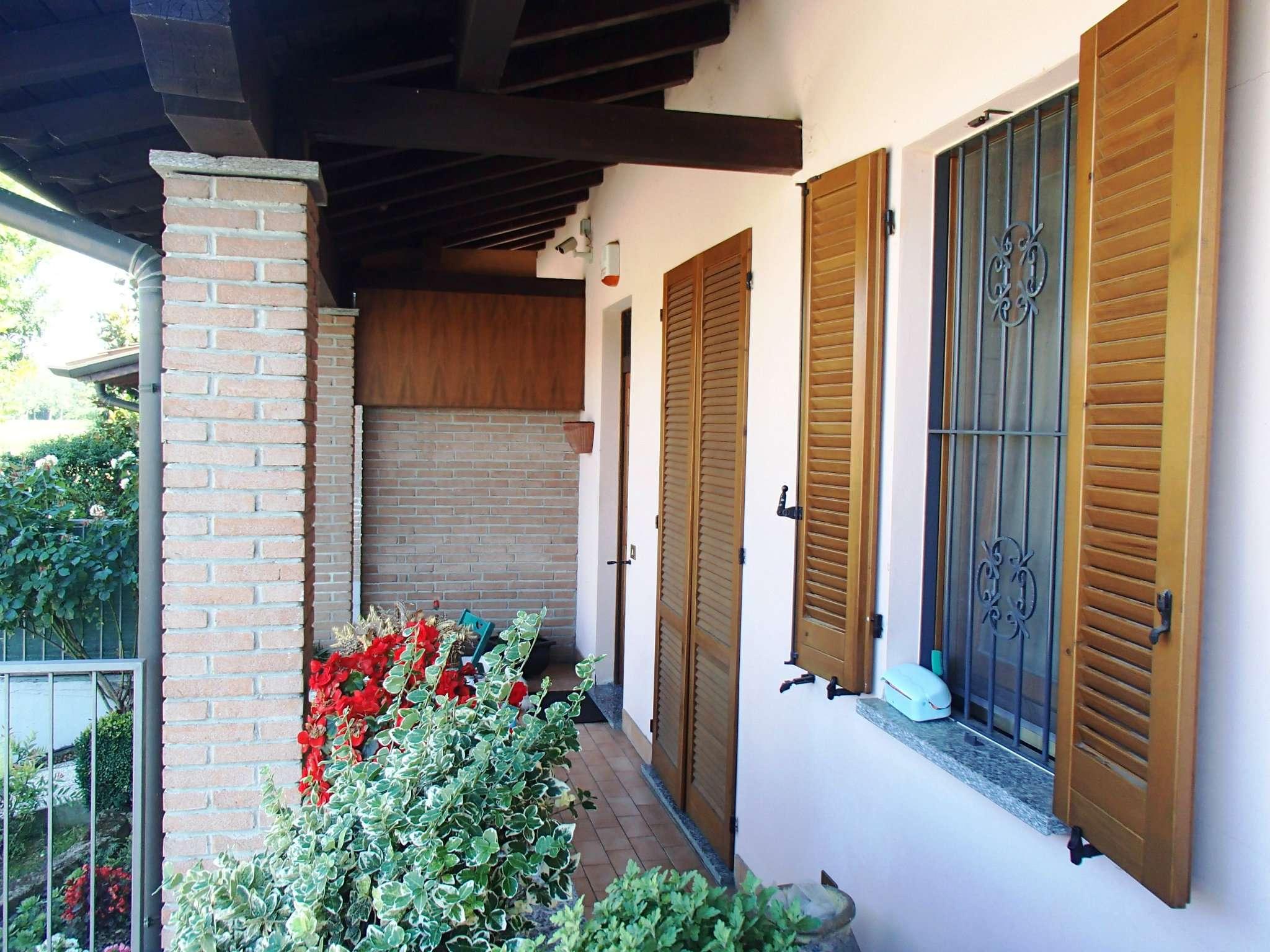 Villa in vendita a Marzano, 5 locali, prezzo € 180.000   CambioCasa.it