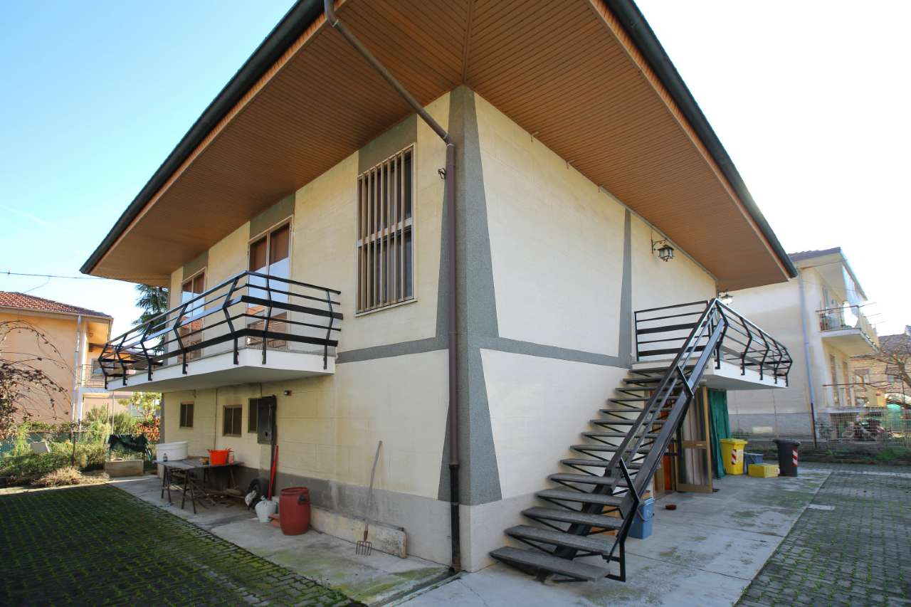 Villa in vendita a Leini, 9 locali, prezzo € 269.000 | Cambio Casa.it