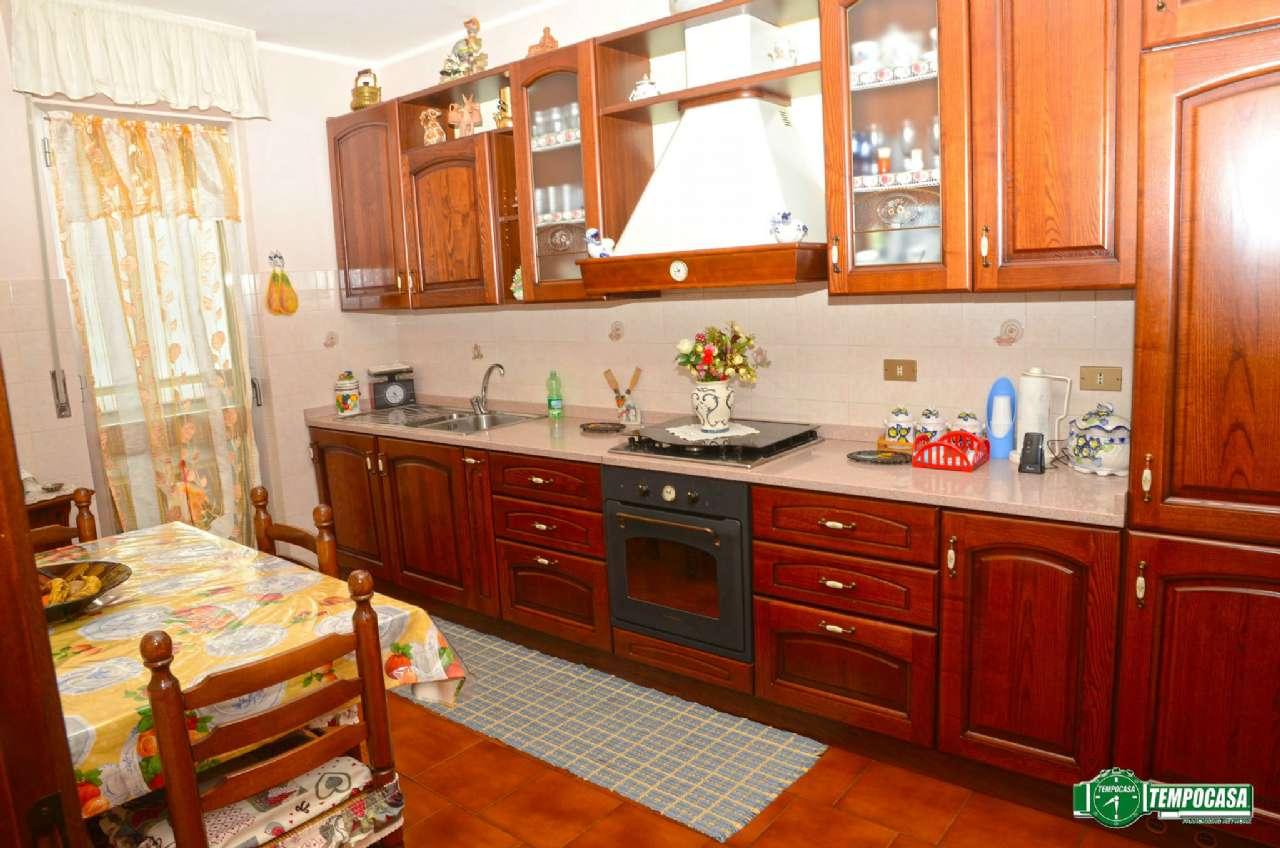 Bilocale Settimo Torinese Via De Francisco 4