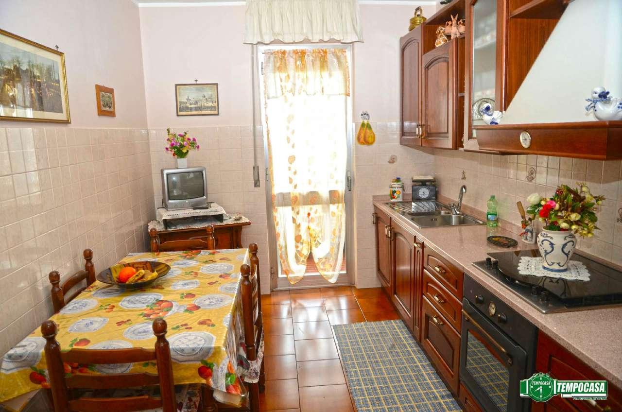Bilocale Settimo Torinese Via De Francisco 5
