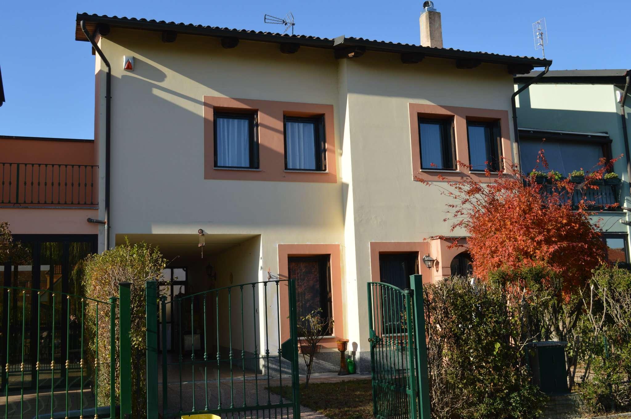 Foto 1 di Villa a Schiera via PERTINI 14, Caselle Torinese