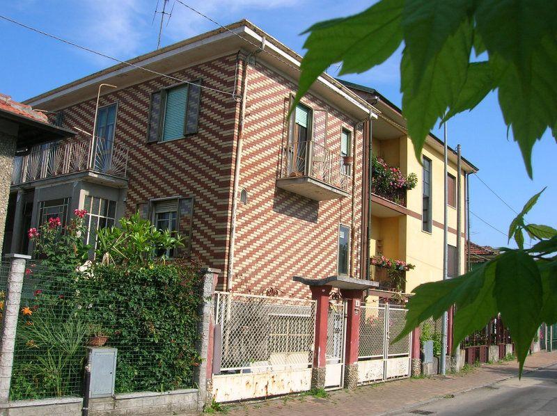 Villa Bifamiliare in vendita a Nichelino, 6 locali, prezzo € 210.000 | Cambiocasa.it