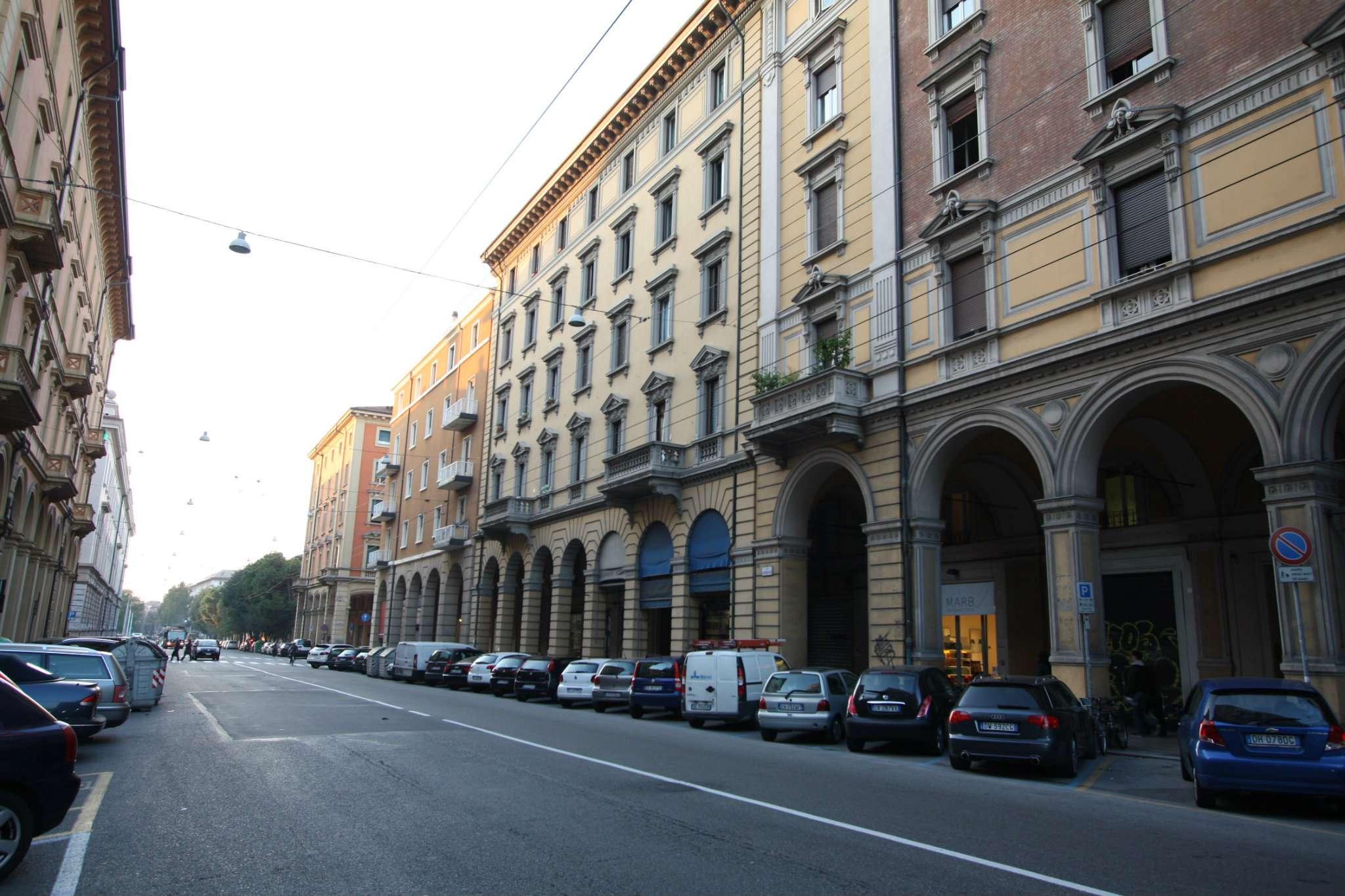 Negozio / Locale in affitto a Bologna, 2 locali, zona Zona: 1 . Centro Storico, prezzo € 3.300 | Cambio Casa.it