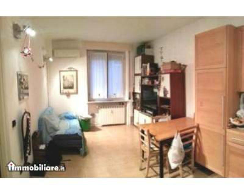 Bilocale Milano Via Salmeggia 3
