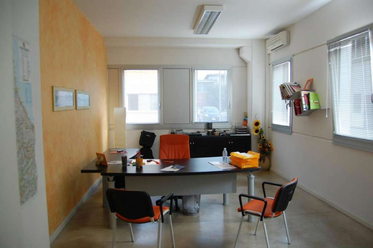 Immobile Commerciale in affitto a Dozza, 7 locali, prezzo € 320.000 | Cambio Casa.it