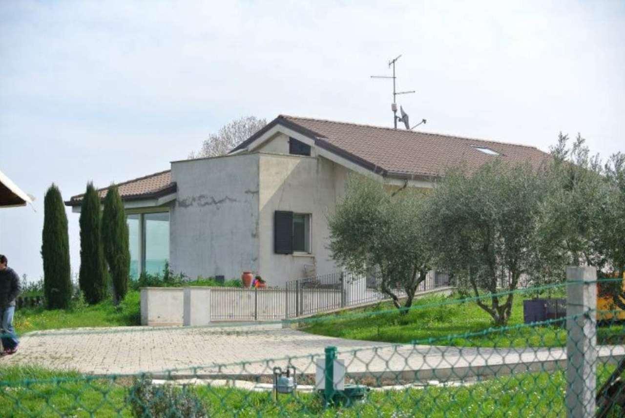 Villa in vendita a Coriano, 5 locali, prezzo € 800.000 | Cambio Casa.it