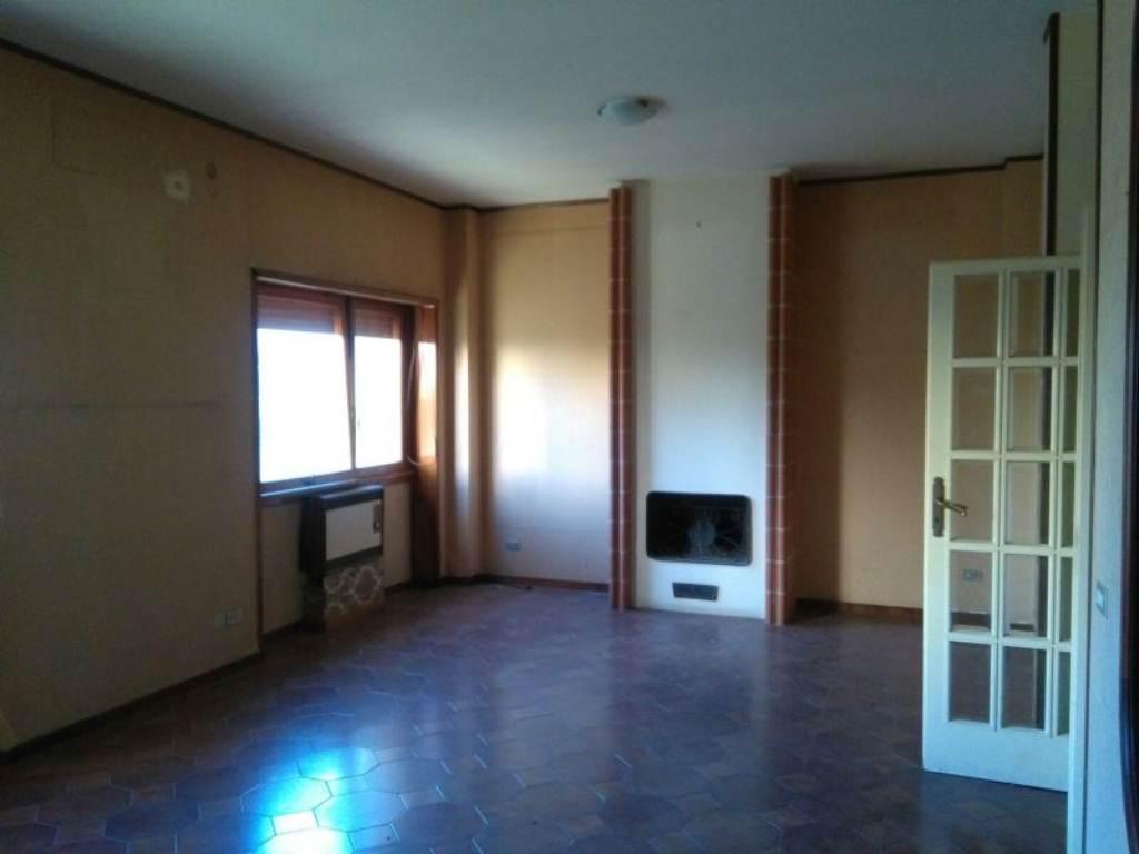 Appartamento in affitto a Caserta, 8 locali, prezzo € 1.000 | Cambio Casa.it