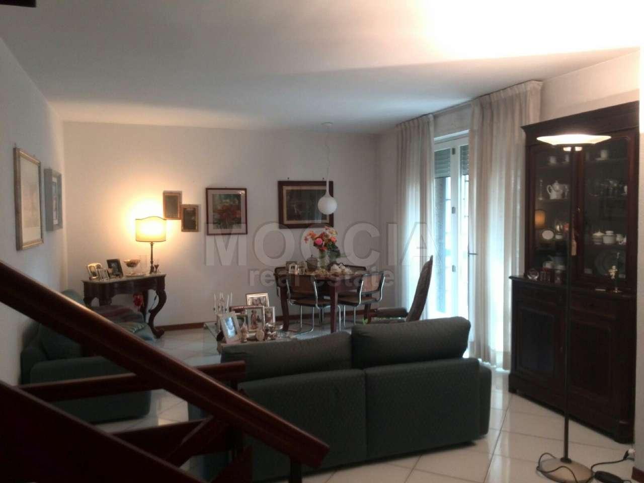 Appartamento in vendita a Caserta, 6 locali, prezzo € 330.000 | Cambio Casa.it