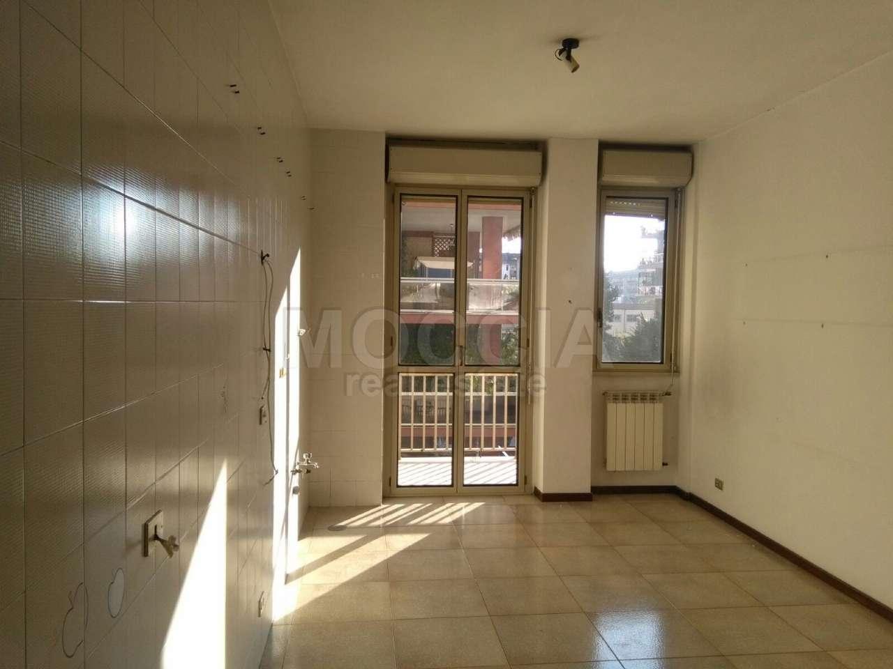 Appartamento in affitto a Caserta, 4 locali, prezzo € 650 | Cambio Casa.it