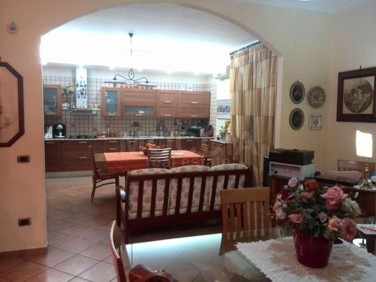 Appartamento in vendita a Caserta, 5 locali, prezzo € 365.000 | Cambio Casa.it