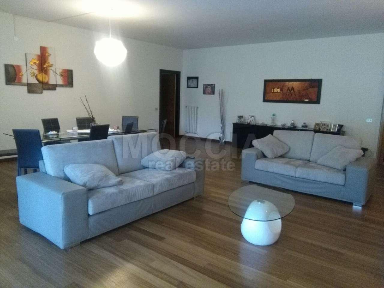 Appartamento in affitto a Caserta, 4 locali, prezzo € 1.200 | Cambio Casa.it