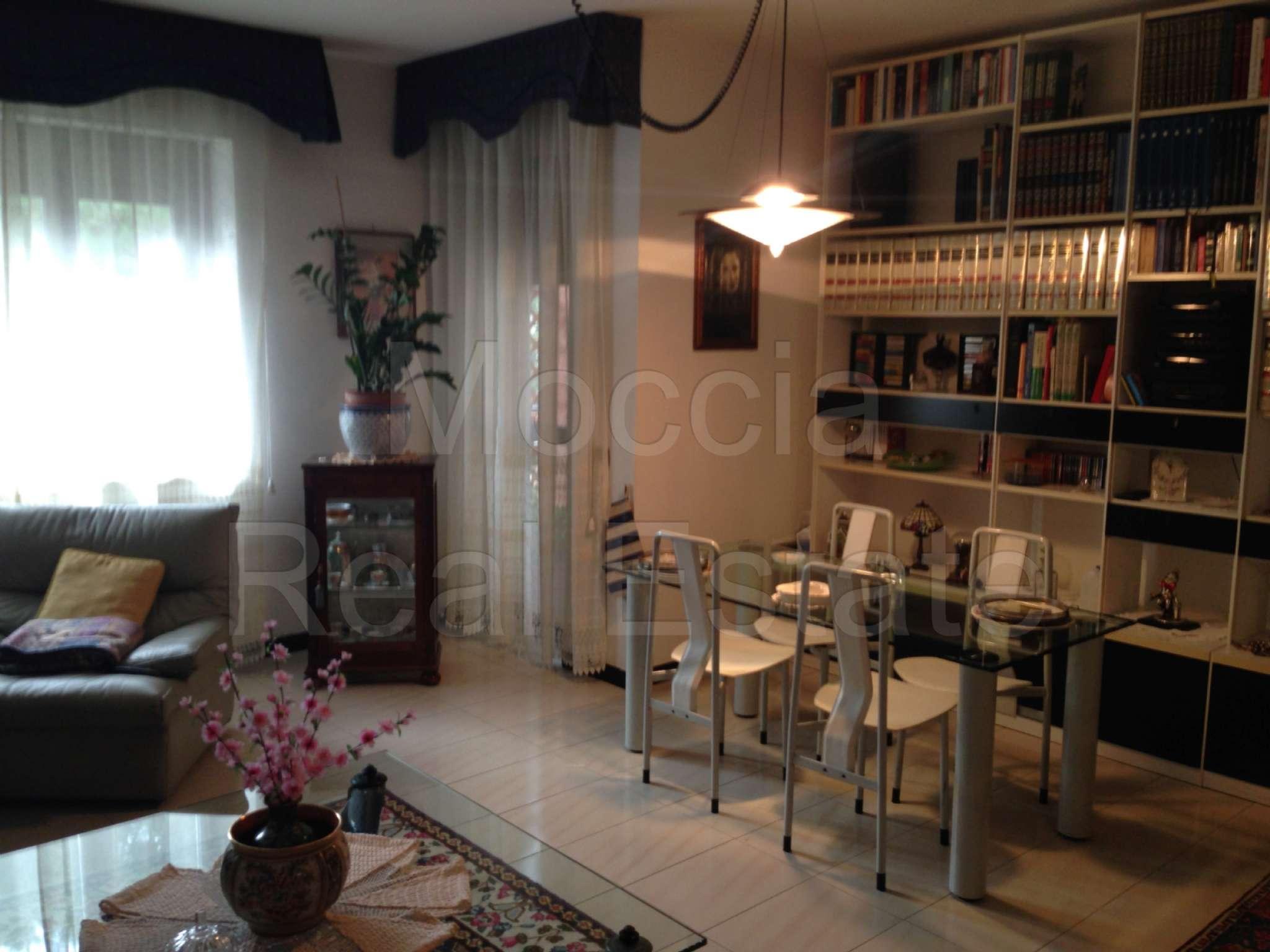 Appartamento in vendita a Caserta, 4 locali, prezzo € 300.000 | CambioCasa.it