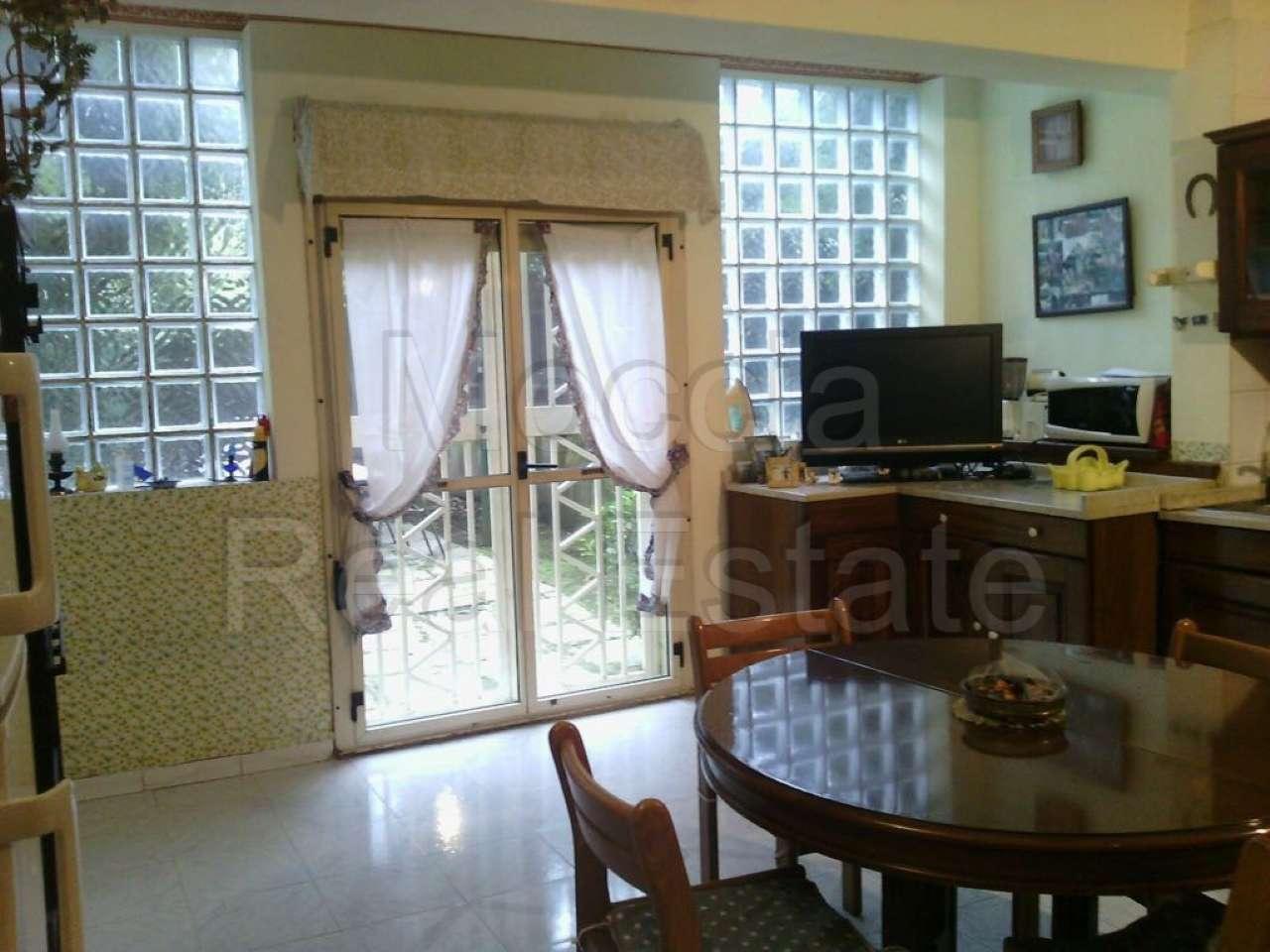 Appartamento in vendita a Caserta, 4 locali, prezzo € 230.000 | CambioCasa.it
