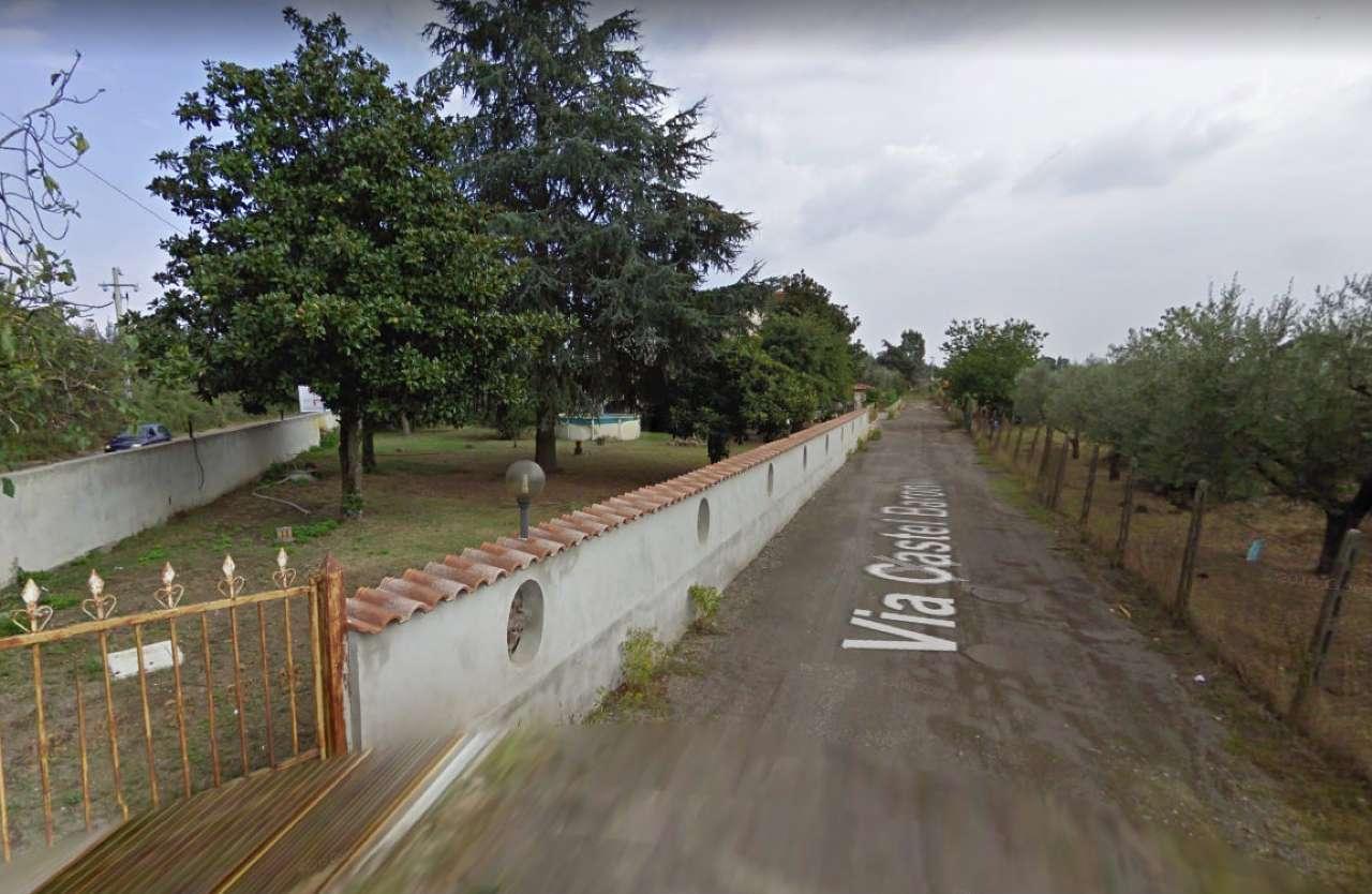 Villa in affitto a Roma in Via Castel Baronia, 19