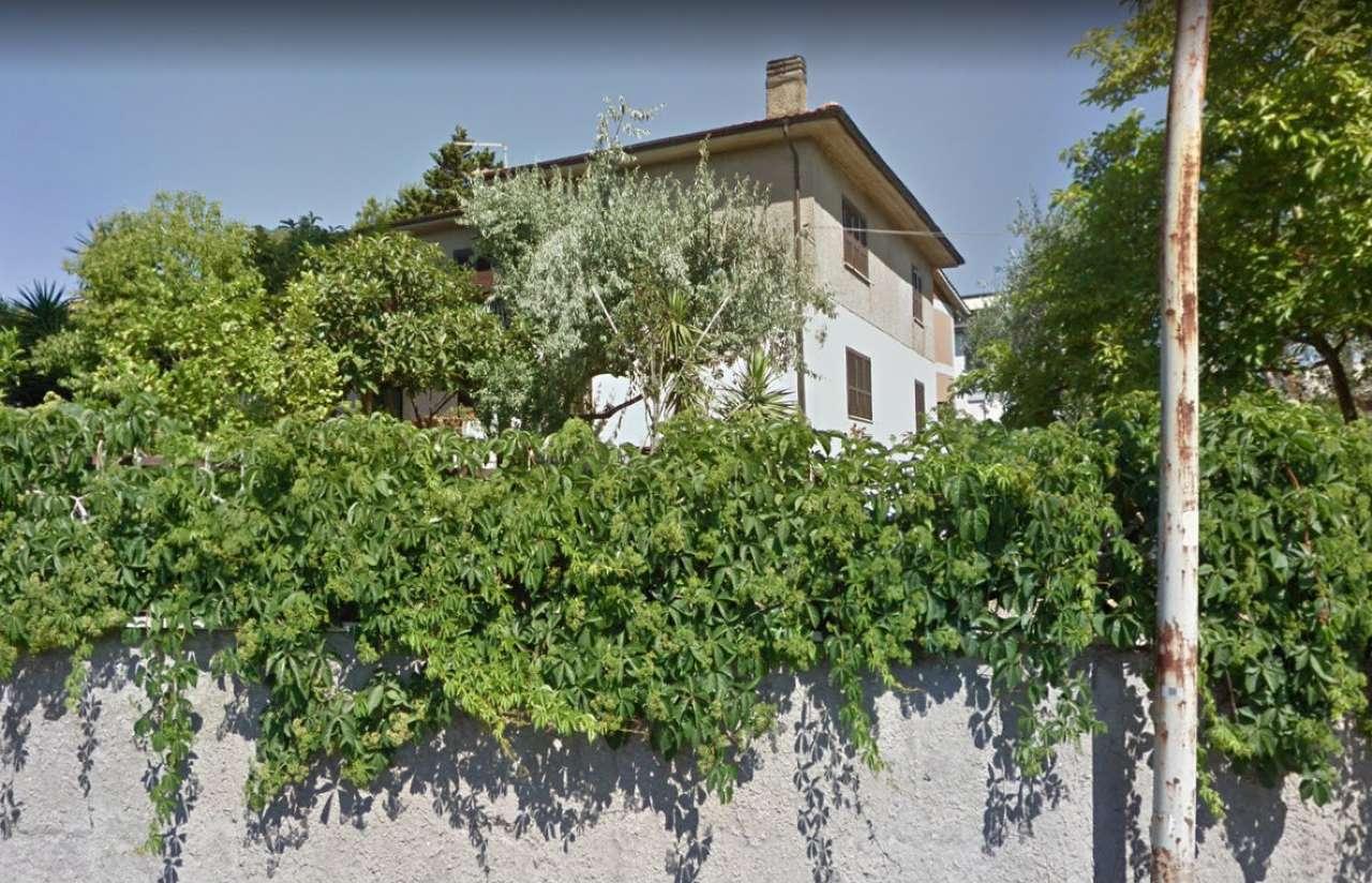 Quadrilocale in affitto a Roma in Via Di Valle Della Storta, 47