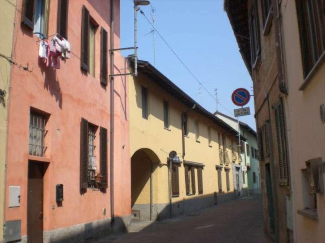 Bilocale Cavenago di Brianza Via Luigi Besana 10