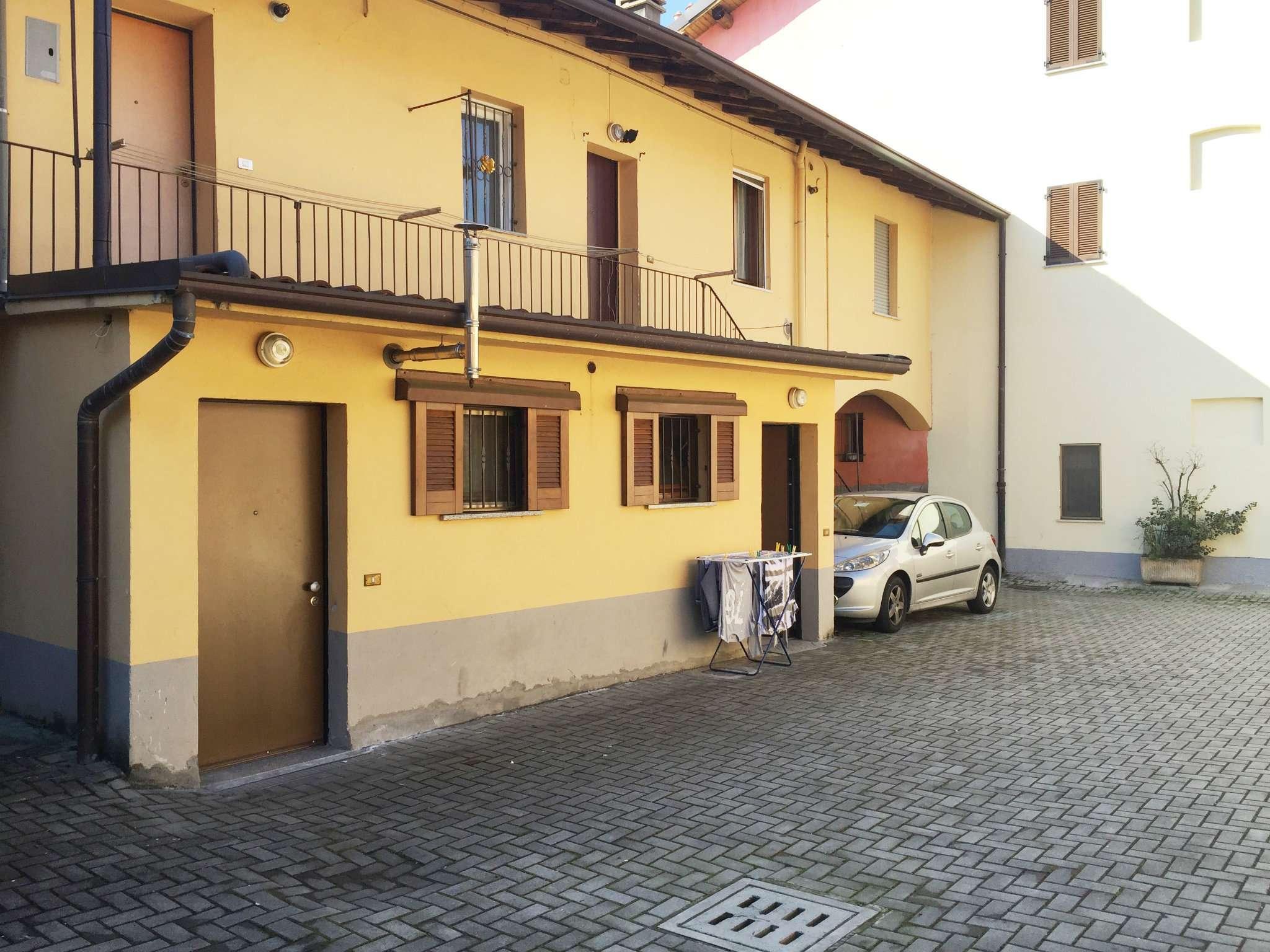 Bilocale Cavenago di Brianza Via Rasini 4