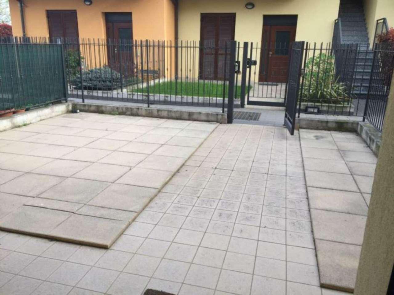 Bilocale Cavenago di Brianza Via Manzoni 9
