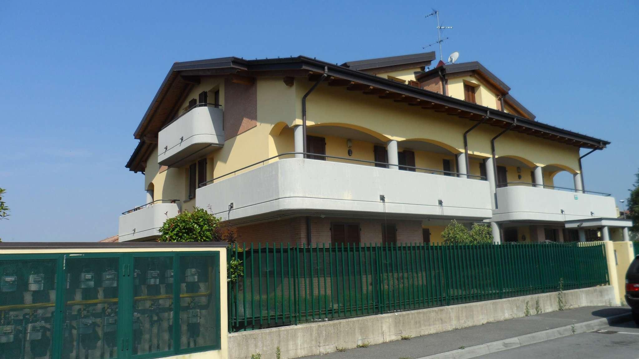 Bilocale Cavenago di Brianza Via Gaber 2