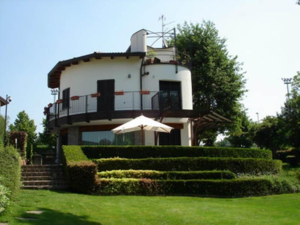 Villa in vendita a Triuggio, 5 locali, prezzo € 590.000 | Cambio Casa.it