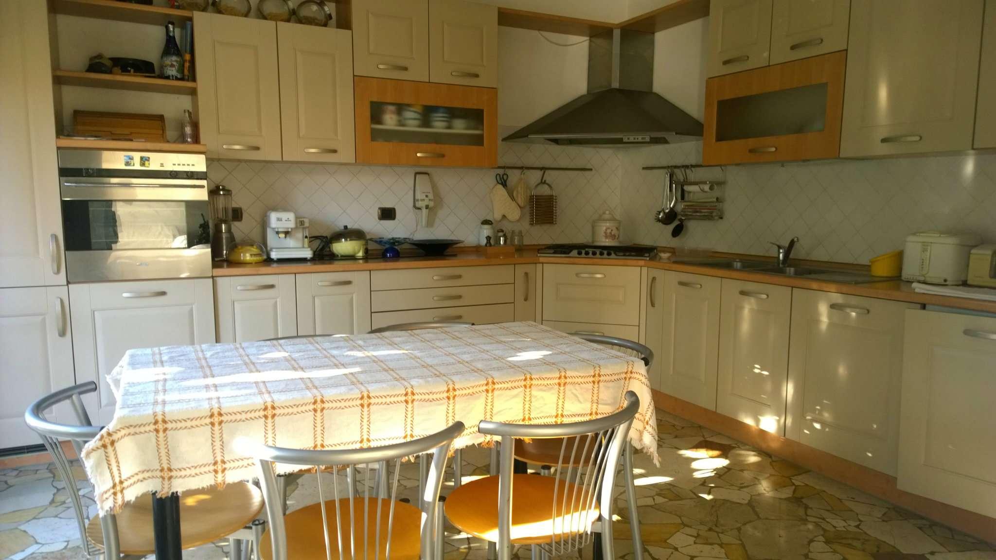 Villa in vendita a Cusano Milanino, 5 locali, prezzo € 580.000 | Cambio Casa.it