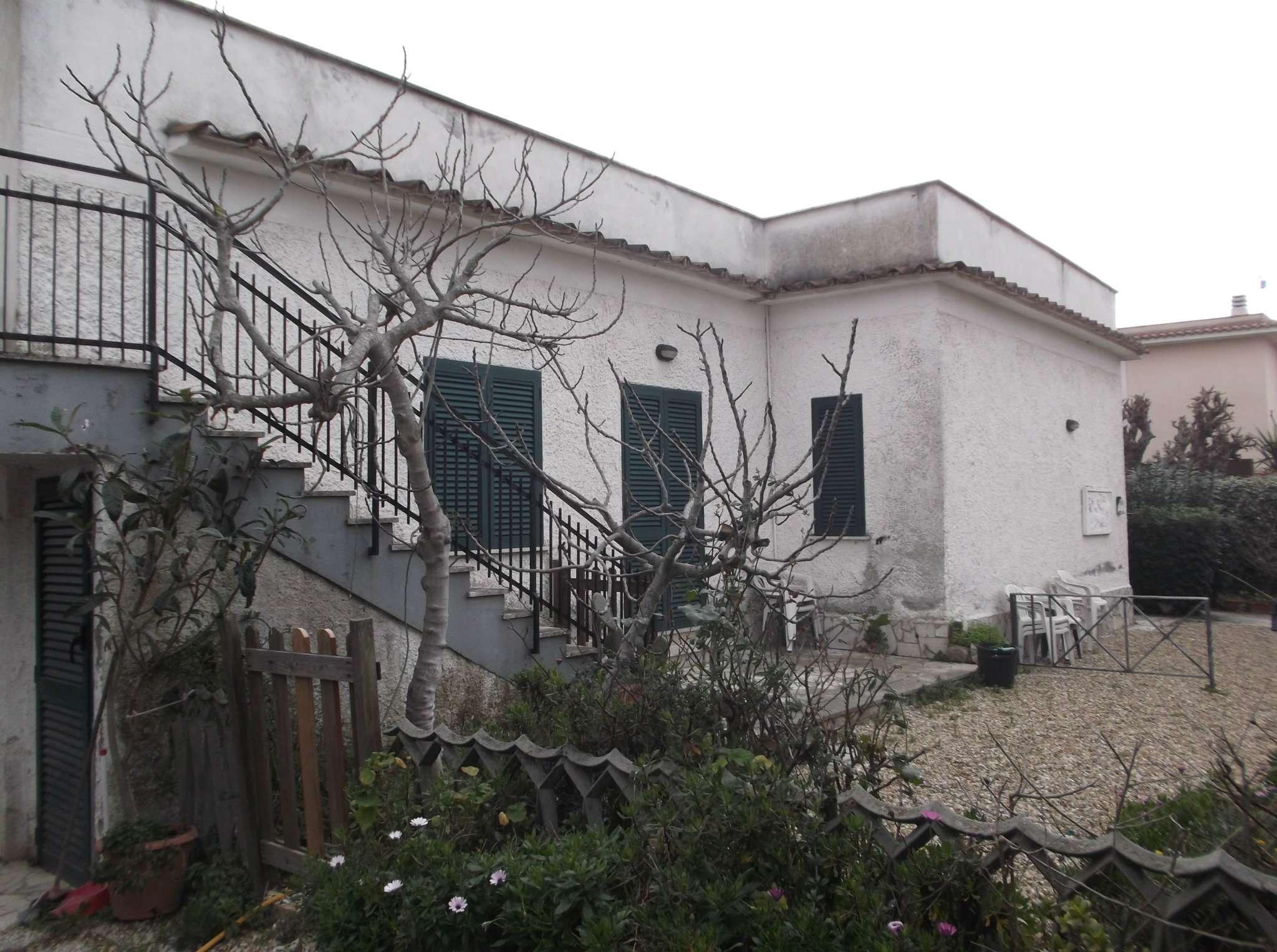 Villa in vendita a Fiumicino, 7 locali, prezzo € 297.000 | Cambio Casa.it