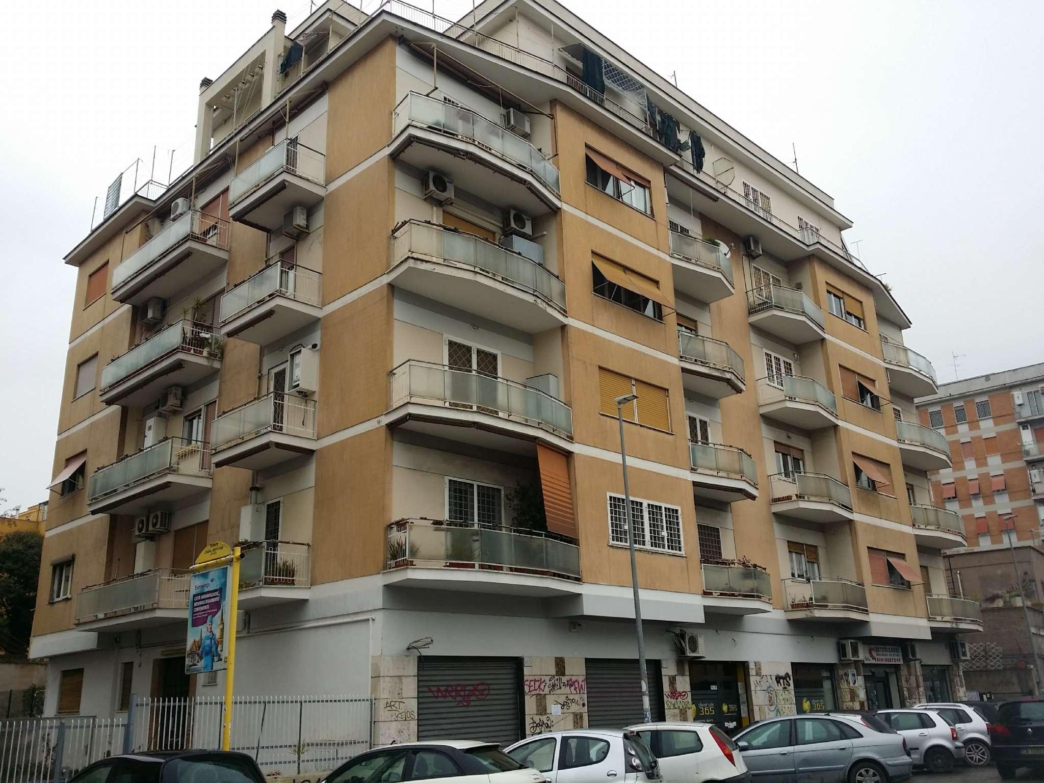Appartamento in vendita 2 vani 50 mq.  via di casalbertone Roma
