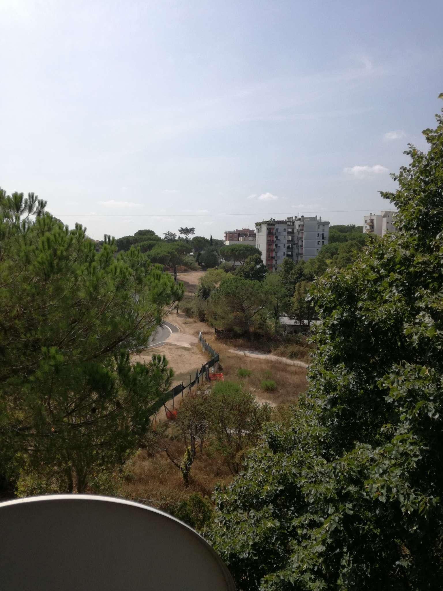 Appartamento in vendita 3 vani 95 mq.  via  Trasaghis Roma