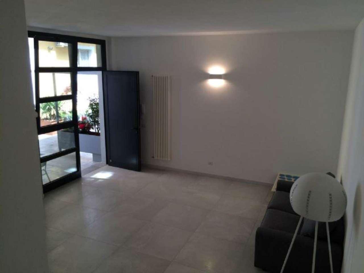 Bilocale Milano Via Elia Lombardini 1
