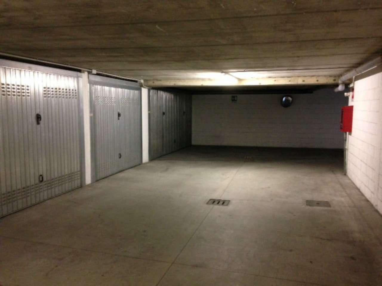 garage-Box-posto auto Oltre 2 auto in Affitto a Bresso