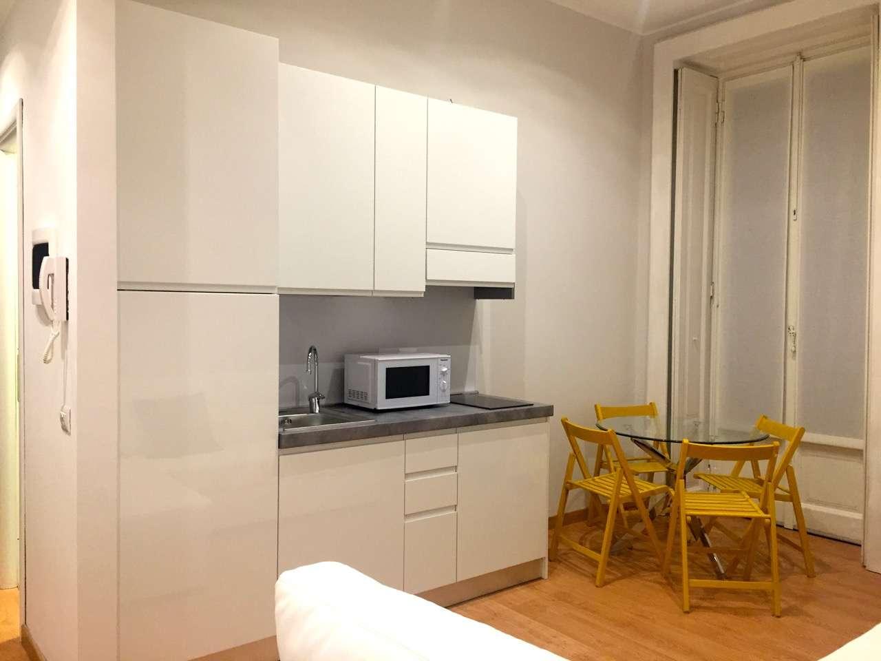 Bilocale Milano Via Bertani 3