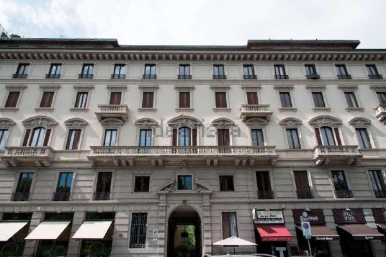 Bilocale Milano Via Bertani 9