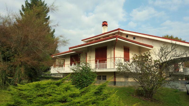 Villa in vendita a Giaveno, 10 locali, prezzo € 390.000 | Cambio Casa.it