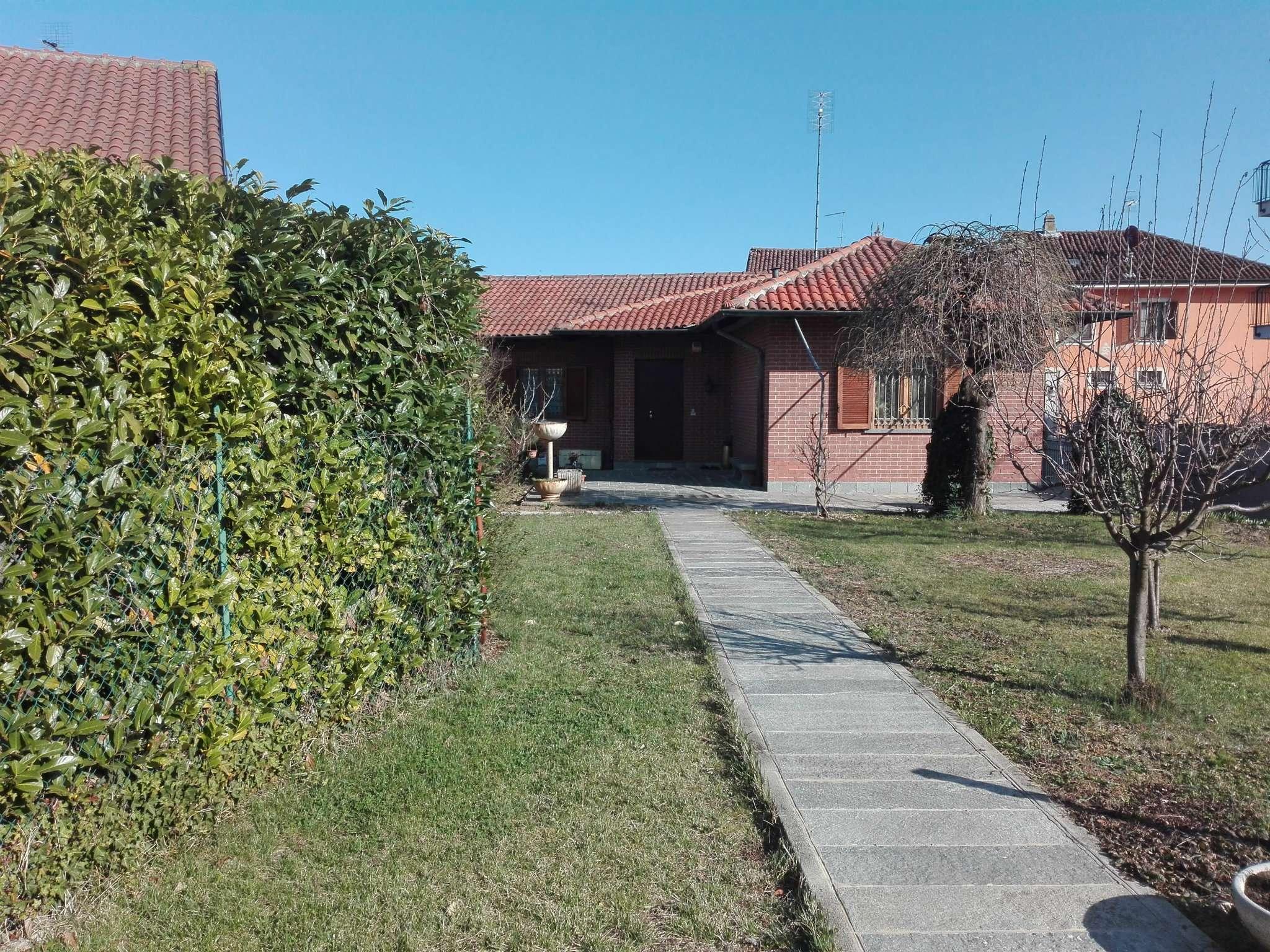 Soluzione Indipendente in vendita a Chieri, 10 locali, prezzo € 398.000 | Cambio Casa.it