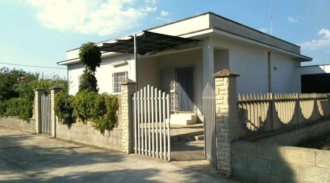 Villa in vendita a Manduria, 6 locali, prezzo € 120.000 | Cambio Casa.it