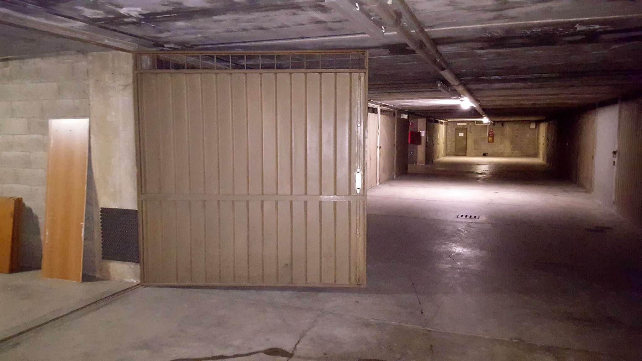 Foto 1 di Box / Garage piazza Cavallero  1, Rivoli