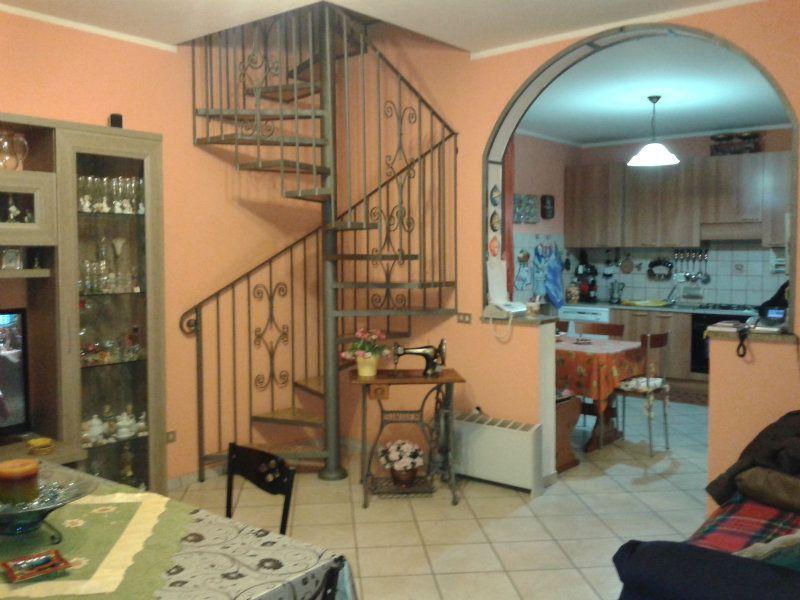 Appartamento in vendita a Cogliate, 4 locali, prezzo € 160.000 | Cambiocasa.it