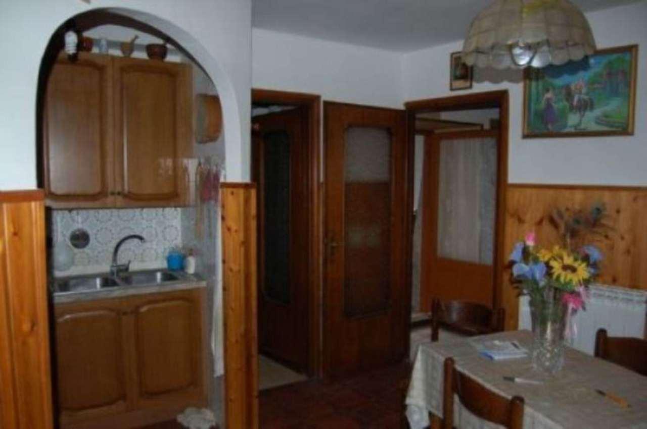 Appartamento in vendita a Poggio Catino, 3 locali, prezzo € 39.000 | Cambio Casa.it