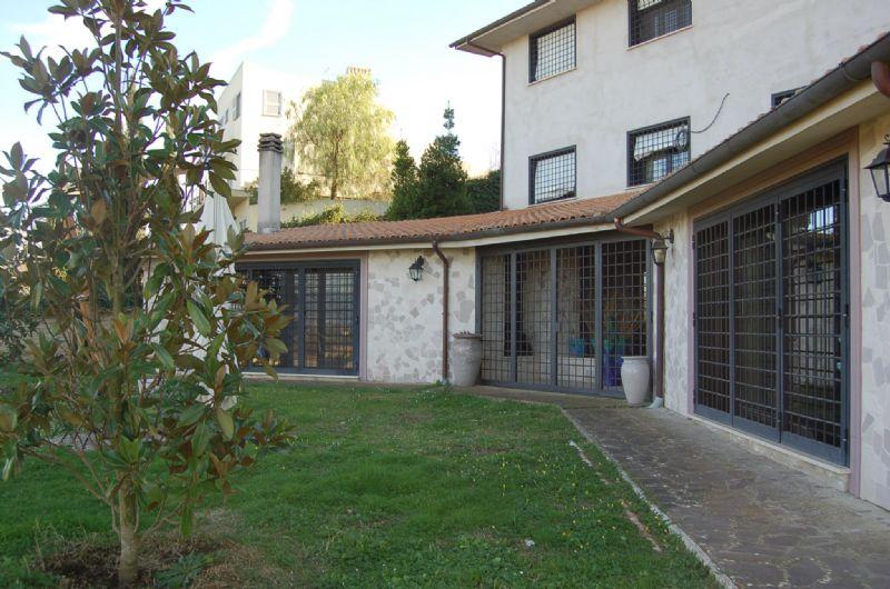 Villa Bifamiliare in vendita a Capena, 18 locali, Trattative riservate | Cambio Casa.it