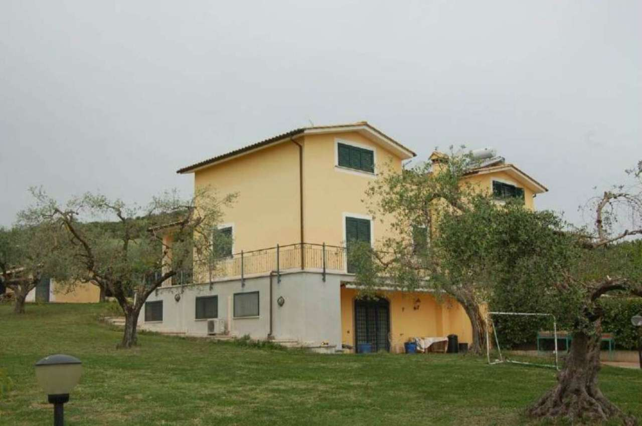 Villa Bifamiliare in vendita a Fiano Romano, 5 locali, prezzo € 270.000 | Cambio Casa.it