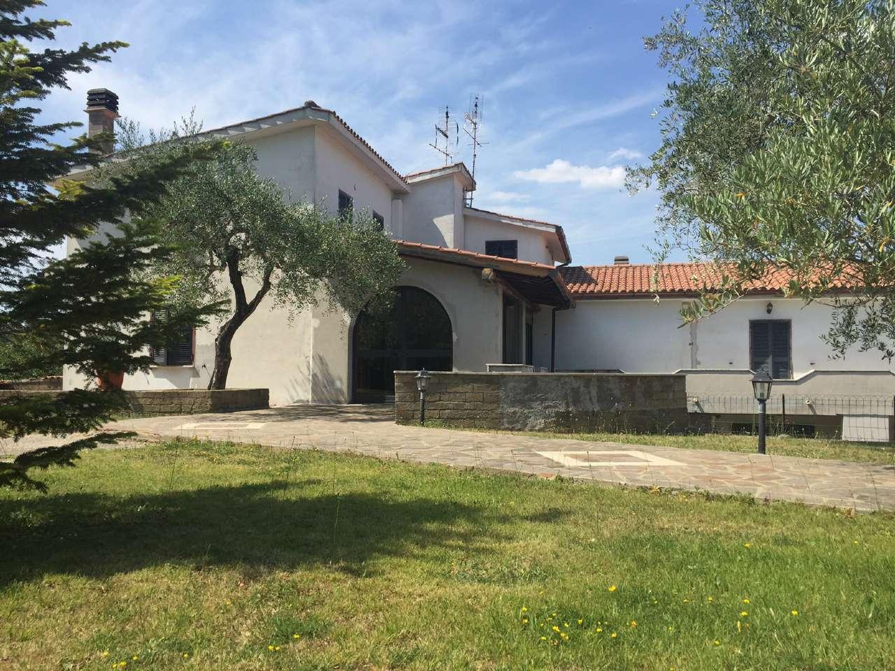 Palazzo / Stabile in vendita a Fiano Romano, 10 locali, prezzo € 300.000 | CambioCasa.it