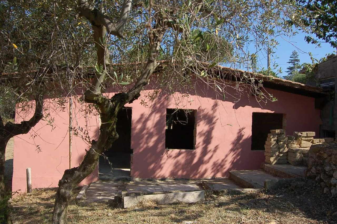 Villa in vendita a Fara in Sabina, 4 locali, prezzo € 59.000 | CambioCasa.it